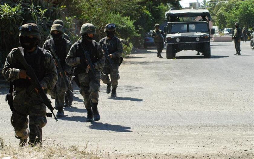 La Comisión Nacional de los Derechos Humanos (CNDH) emitió hoy una recomendación al Ejército mexicano por un caso de tortura a un detenido en enero de 2014 en el municipio de Apatzingán. EFE/Archivo