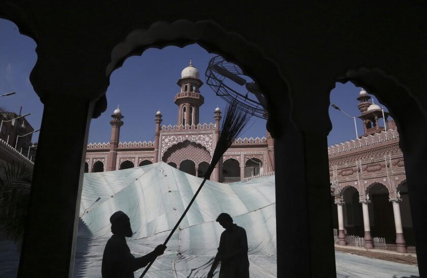 Volunteers cleaning mosque in Pakistan