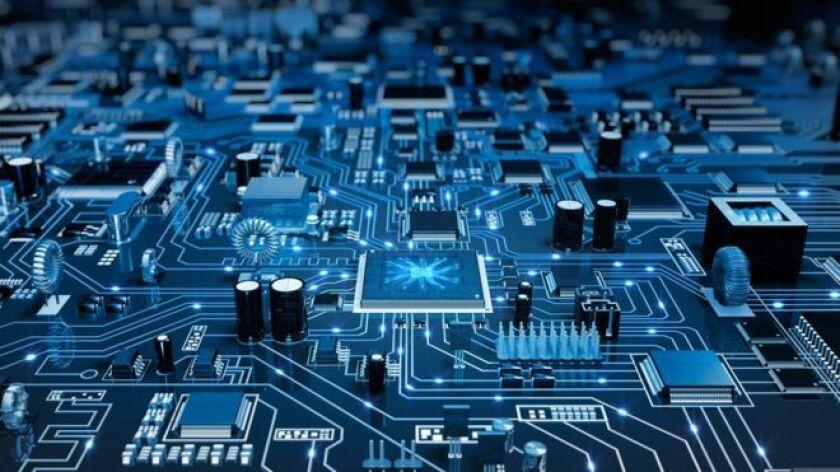 Investigadores descubrieron fallas en la seguridad de las unidades centrales de procesamiento, mejor conocidas como chips o microchips, que podrían permitir el hackeo de datos almacenados privadamente en computadoras y redes.