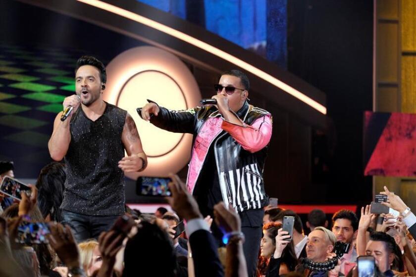 """""""Despacito"""", el éxito de Luis Fonsi y Daddy Yankee con la participación de Justin Bieber, batió un nuevo récord al liderar durante 42 semanas consecutivas la lista Hot Latin Songs de Billboard, informó hoy su casa discográfica, Universal Music. EFE/ARCHIVO"""