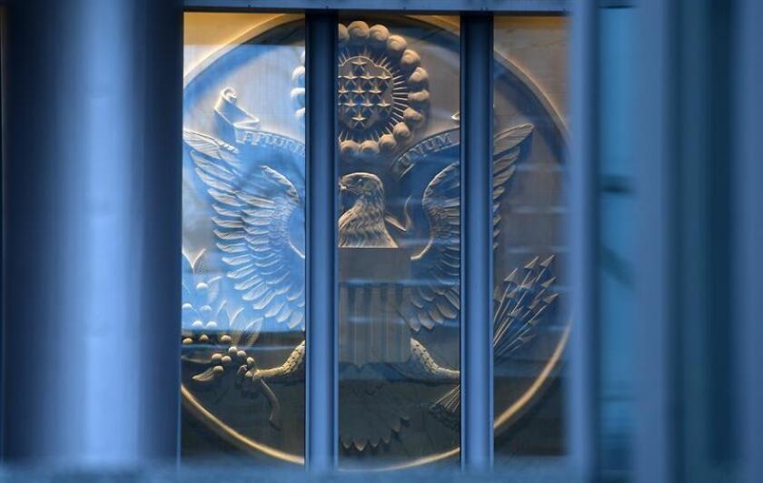 """""""La embajada estadounidense en Podgorica alerta a los ciudadanos estadounidenses de una situación activa de seguridad"""" en esa delegación diplomática, según un comunicado en que se les pide además que """"eviten la embajada hasta nuevo aviso"""". EFE/ARCHIVO"""