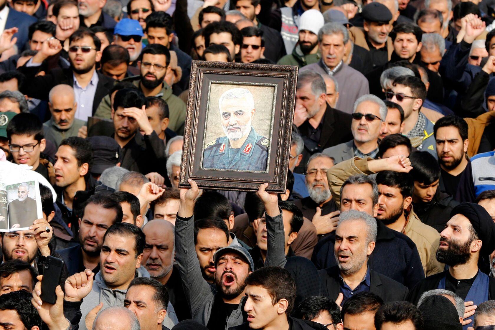 Manifestanti a Teheran marciano per la morte del generale Soleimani. Credits to: Abedin Taherkenareh/EPA.