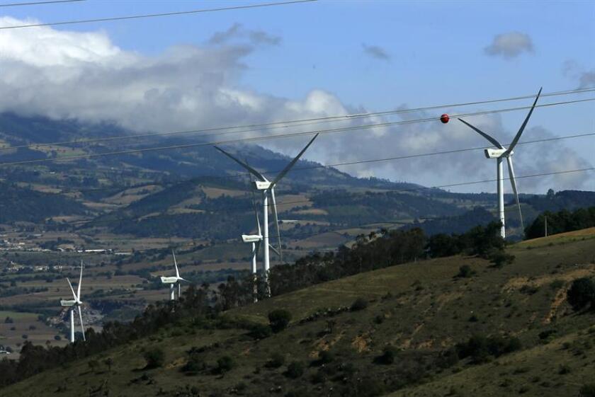 Los candidatos a la Presidencia de México coincidieron hoy en que el futuro del país pasa por el fortalecimiento de las energías renovables y discreparon ante la necesidad de construir una nueva refinería. EFE/ARCHIVO