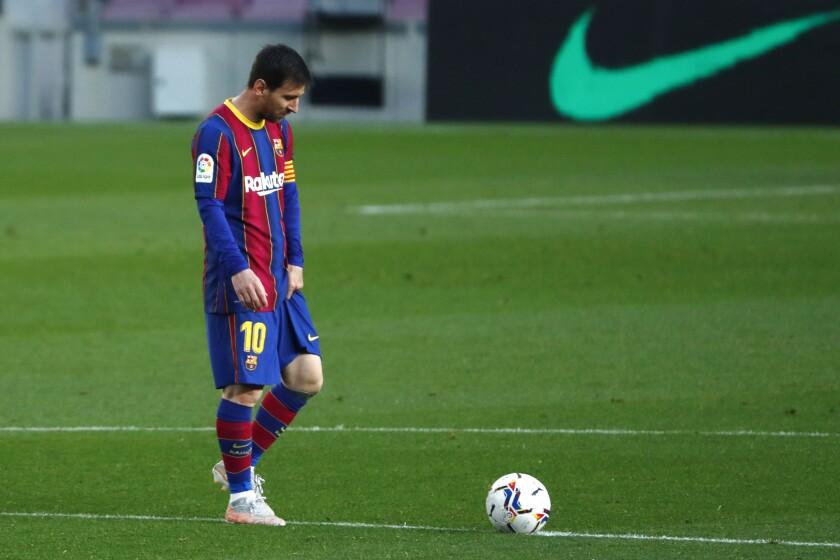 ARCHIVO - En imagen de archivo del jueves 19 de abril de 2021, el argentino Lionel Messi, del Barcelona