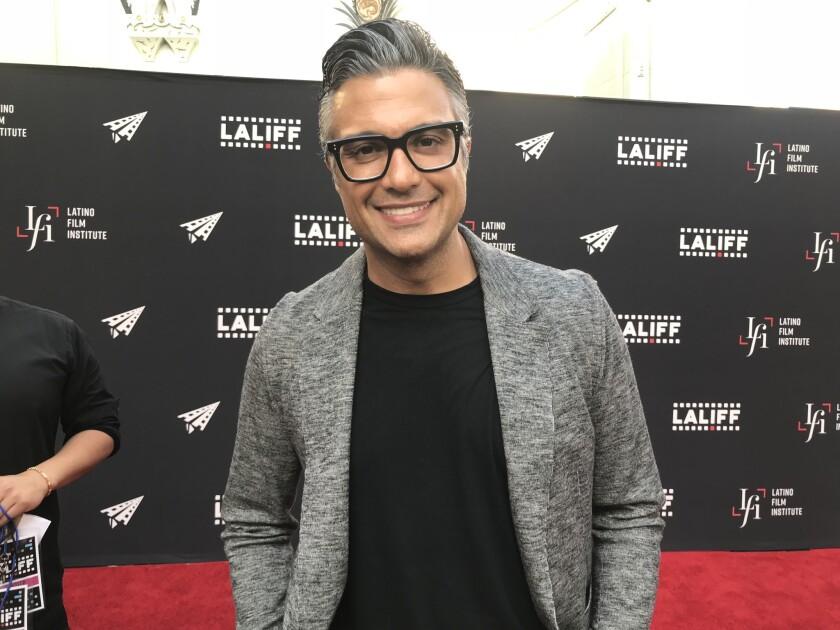 El actor mexicano Jaime Camil durante su paso por la alfombra roja del evento LALIFF, que regresa en estos dias a nuestra ciudad con muchas propuestas latinas.