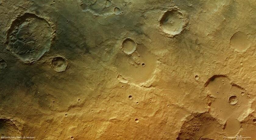 Fotografía de la Agencia Espacial Europea (ESA) que ha difundido hoy nuevas imágenes de un cráter de Marte. EFE/SOLO USO EDITORIAL