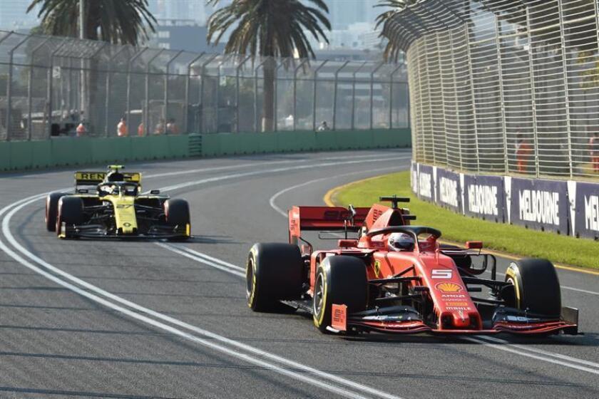 El piloto alemán Sebastian Vettel (derecha), del equipo Ferrari, en acción durante la sesión de clasificación para el Gran Premio de Fórmula Uno de Australia 2019 en el Albert Park Grand Prix Circuit en Melbourne, Australia, hoy, 16 de marzo de 2019. EFE