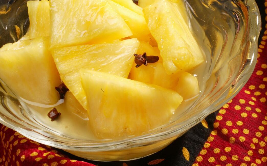 Cochin pineapple-clove dessert