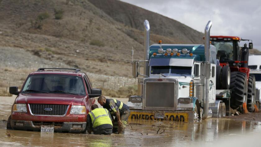 Alrededor de 200 vehículos conductores que circulaban por la carretera 58 y la interestatal 5, quedaron atrapados en octubre de 2015 en el Valle del Antílope.