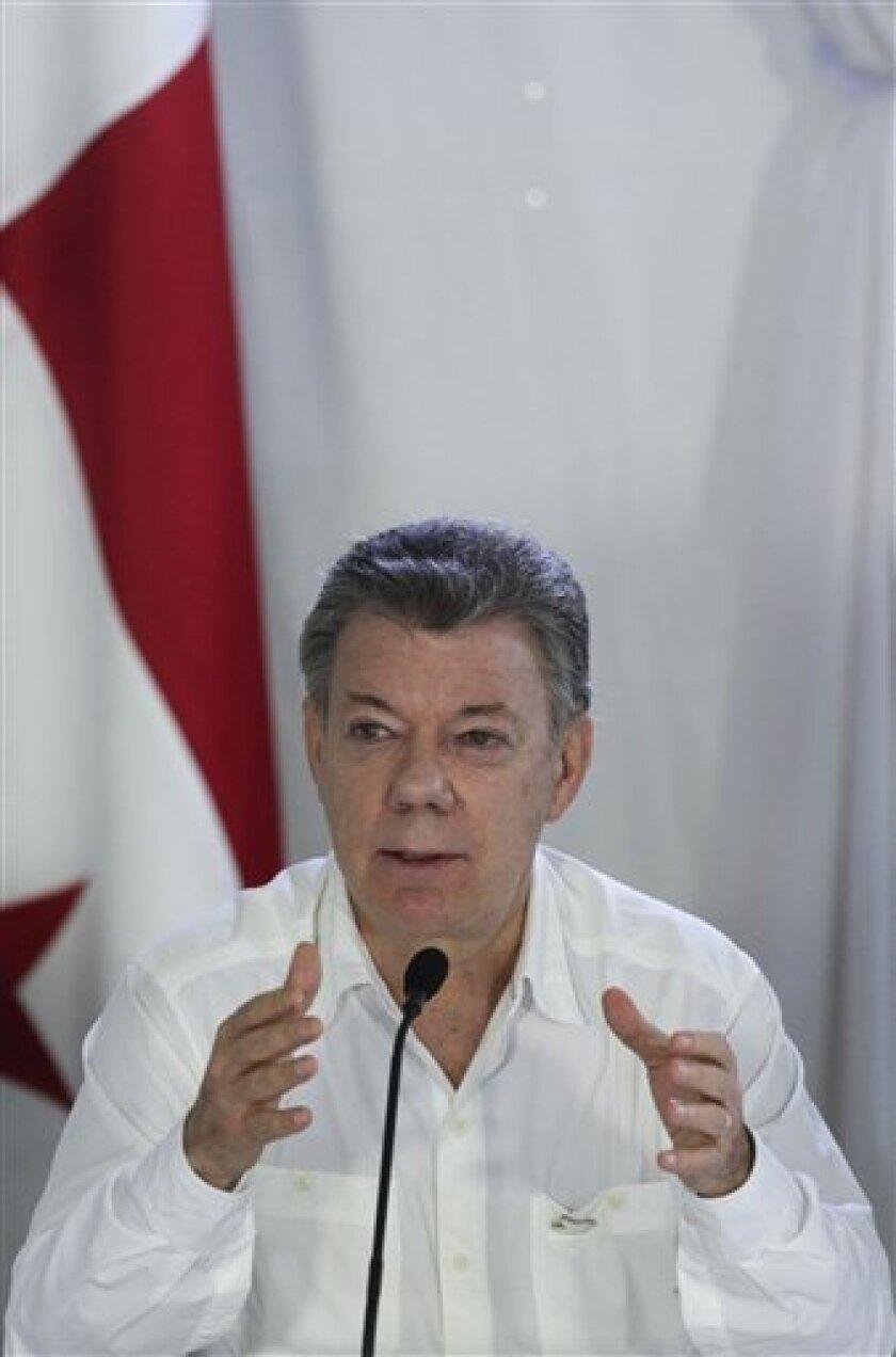 El presidente colombiano, Juan Manuel Santos, aseguró hoy que los equipos negociadores del Gobierno y las FARC han logrado en La Habana avances importantes en las discusiones sobre reforma agraria, lucha contra las drogas y reparación a las víctimas para alcanzar un nuevo acuerdo de paz.
