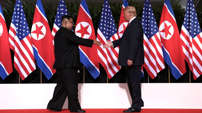 Es la primera vez que un presidente de Estados Unidos en funciones se reúne con un mandatario de Corea del Norte.