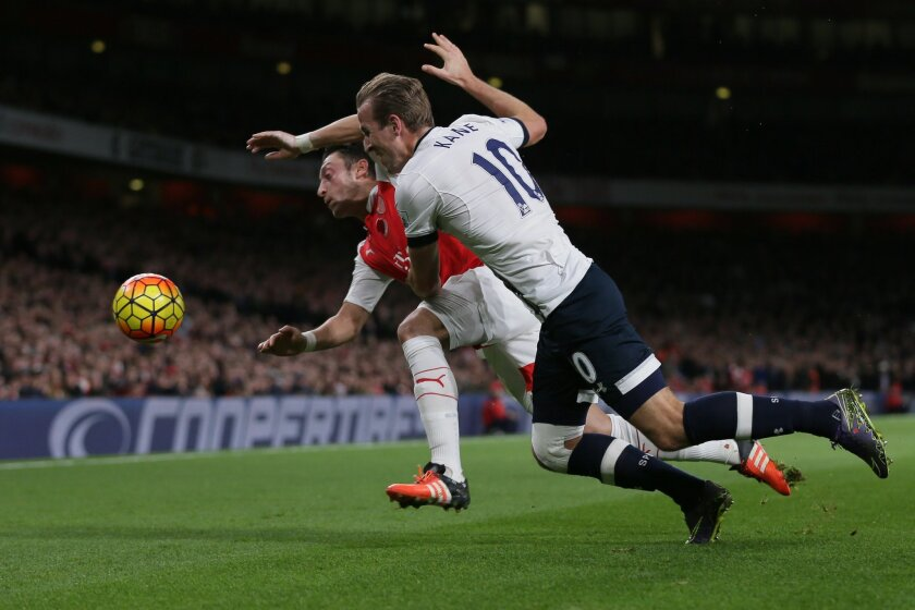 Tottenham's Harry Kane, right, competes for the ball with Arsenal's Mesut Ozil during the English Premier League soccer match between Arsenal and Tottenham Hotspur at the Emirates Stadium in London, Sunday Nov. 8, 2015. (AP Photo/Tim Ireland)
