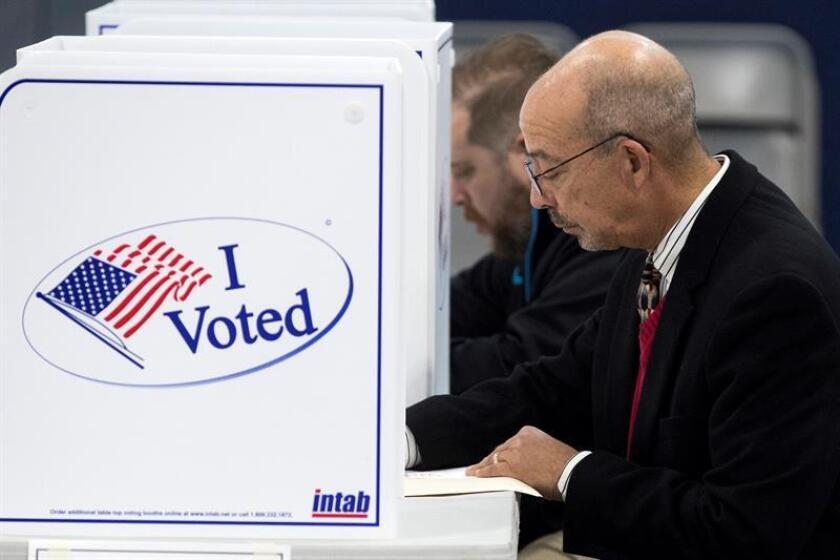 El poder y la fuerza del voto latino continúan creciendo en Estados Unidos, será importante en distritos electorales claves y continuará creciendo en las próximas décadas, asegura un reporte de la Universidad de California (UC) Davis. EFE/ARCHIVO