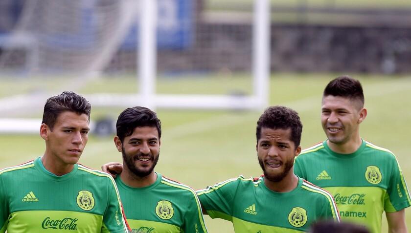 Héctor Moreno (izq), Carlos Vela, Giovani Dos Santos y Oribe Peralta, estelares del Tri para la Copa Oro.