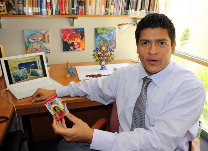 """""""En la cultura mexicana está bien arraigado que tomar otra bandera es traición a la patria"""", dice a Efe Octavio Pescador, fundador del Instituto Paulo Freyre de la Universidad de California en Los Ángeles (UCLA). EFE/Archivo"""