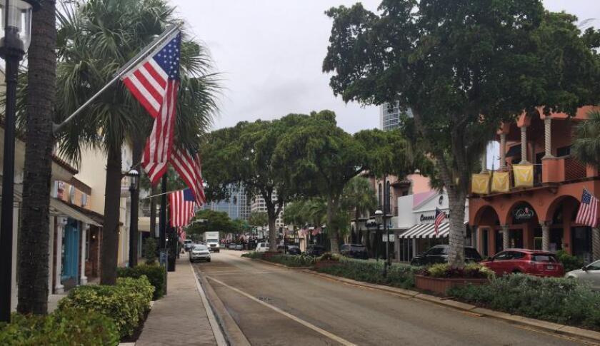 Fotografía del bulevar Las Olas, el 1 de agosto de 2018, en la ciudad turística Fort Lauderdale, Florida (EE.UU.) EFE/Ana Mengotti