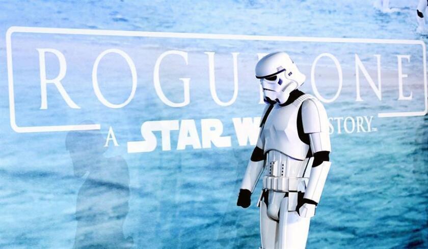 """""""Rogue One"""", la última entrega de la saga """"Star Wars"""", celebró la Navidad conservando su liderato en los cines."""