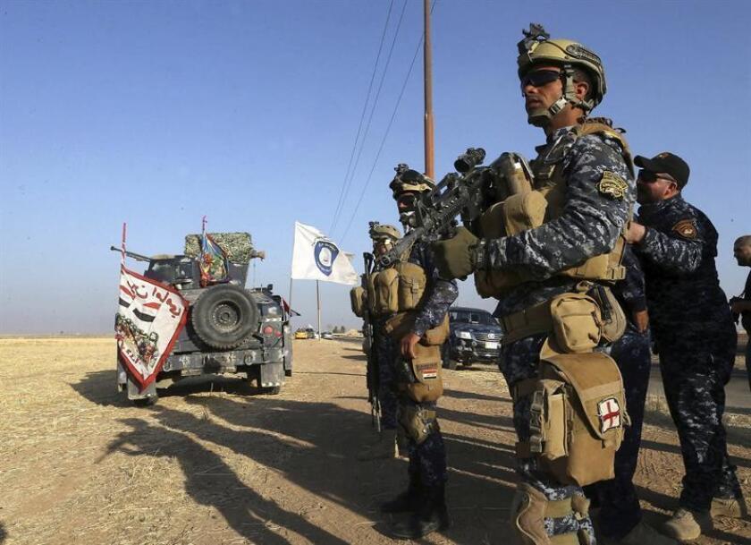 Miembros de la policía federal iraquí montan guardia en Hawijah, en la provincia de Kirkuk (Irak). EFE/Archivo