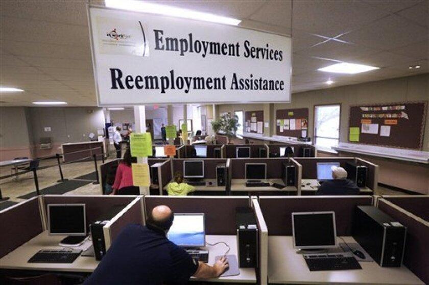 La tasa de desempleo en Estados Unidos bajó una décima y quedó en el 4,9 % en octubre, un mes en el que se crearon 161.000 nuevos empleos, informó hoy el Departamento de Trabajo.