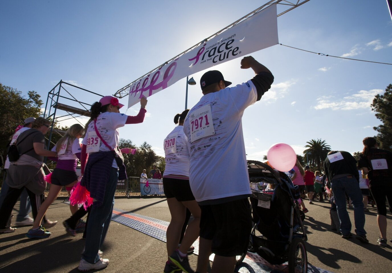 1000s race through park to fight breast cancer