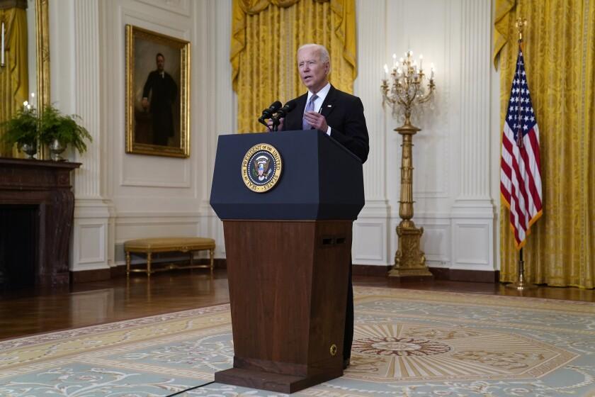El presidente Joe Biden habla en la Casa Blanca, Washington, 17 de mayo de 2021.