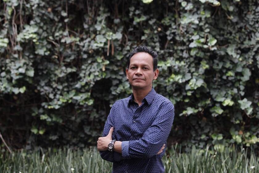 El presidente de la academia de Cine Mexicano, Ernesto Contreras, posa tras una entrevista con Efe, el 3 de mayo de 2018, en Ciudad de México (México). EFE/Archivo