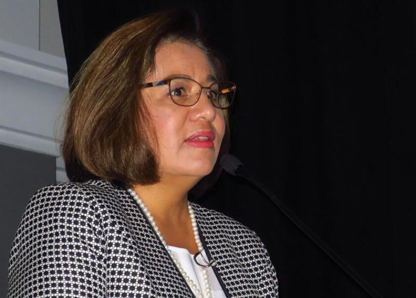La cardiologa Alejandra Meaney, directora médica de la División Pharmaceuticals de Bayer México, habla durante una conferencia hoy martes, en Ciudad de México. EFE