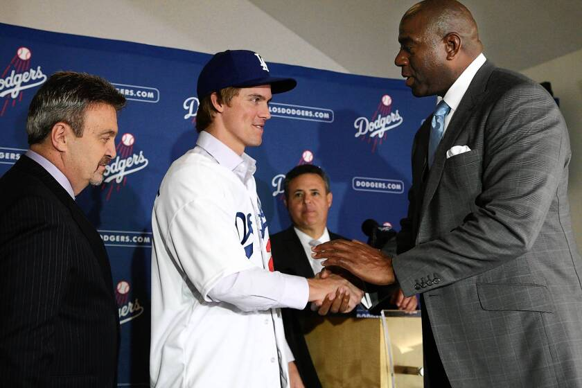 Dodgers near TV rights deal with Time Warner Cable