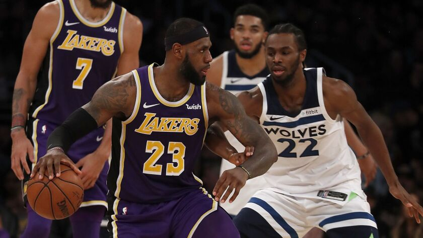 LOS ANGELES, CALIF. .. - NOV. 7, 2018. Lakers forward LeBron James looks for a way to the basket ag