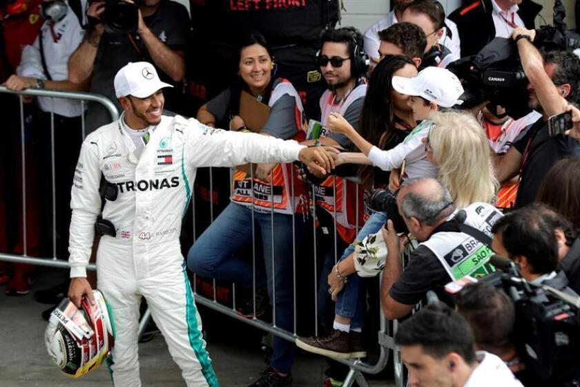 British Merceces driver Lewis Hamilton (L) celebrates after securing pole position on Nov. 10, 2018, for the Brazilian Grand Prix, a Formula One race that will be held on Nov. 11 in Sao Paulo's Interlagos neighborhood. EPA-EFE/Sebastiao Moreira