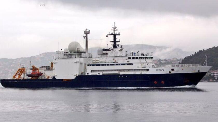 El imponente buque ruso Yantar ha estado navegando por aguas argentinas recientemente.