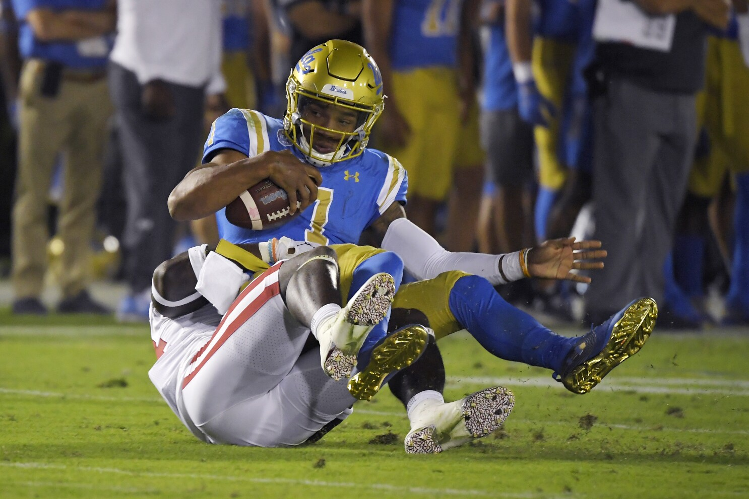 newest collection 46a62 bd6e0 UCLA coach Chip Kelly sticks with Dorian Thompson-Robinson ...