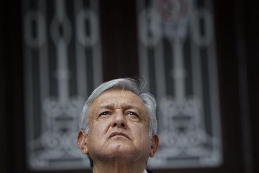 El presidente electo de México, Andrés Manuel López Obrador, sostiene un encuentro con los medios en Ciudad de México (México). EFE/Archivo