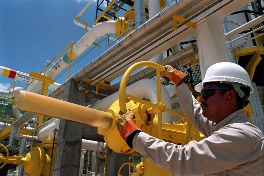 La empresa estatal Petróleos Mexicanos (Pemex) informó hoy que, debido a una falla eléctrica, la refinería de Tula, ubicada en el estado de Hidalgo, tuvo que interrumpir sus operaciones. EFE/PEMEX/SOLO USO EDITORIAL