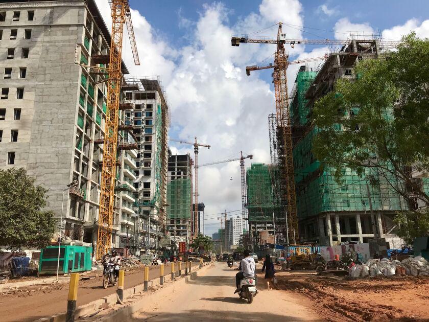la_fg_cambodia_building_collapse02.JPG