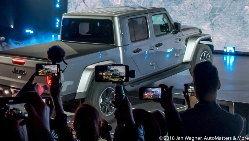 01743-20181127-29 AutoMobility LA-LA Auto Show press days-Tech Pavilion presentations+press conferences+vehicles+The Garage vendors-28-300mm+AUDIO-D5