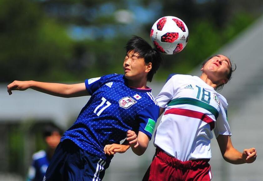 Japan's Tamoko Tanaka (L) vies for the ball with Mexico's Silvana Flores during a Women's Under 17 World Cup match between Japan and Mexico, at the Domingo Burgueno stadium, in Maldonado, Uruguay, 20 November 2018. EPA-EFE/Dante Fernandez