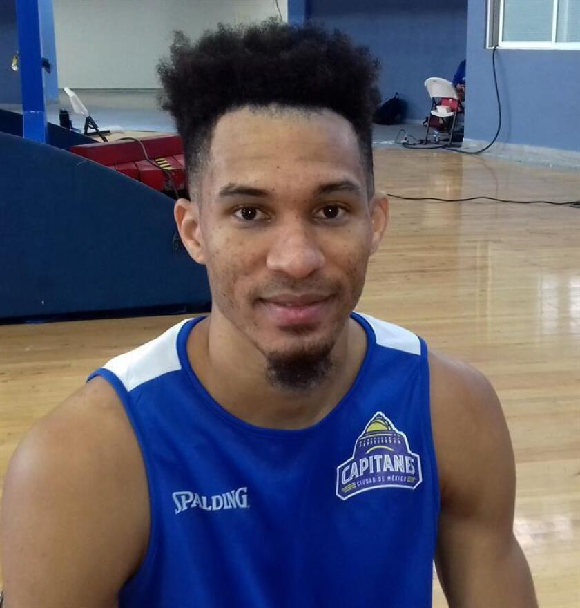 El jugador de baloncesto Rigoberto Mendoza, de República Dominicana, posa en entrevista con Efe ayer, miércoles 10 de octubre de 2018, en Ciudad de México (México). EFE