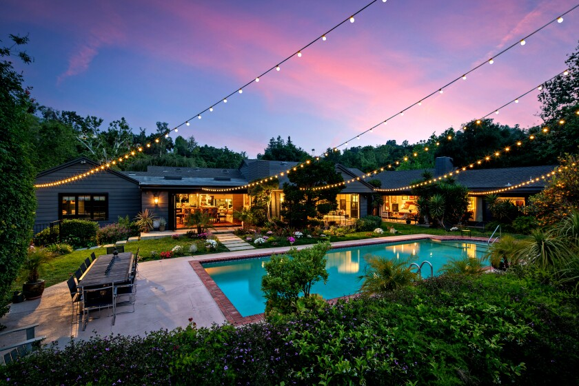 The Encino home of David Arquette was previously owned by actress Kate Walsh, who leased out the residence for many years.