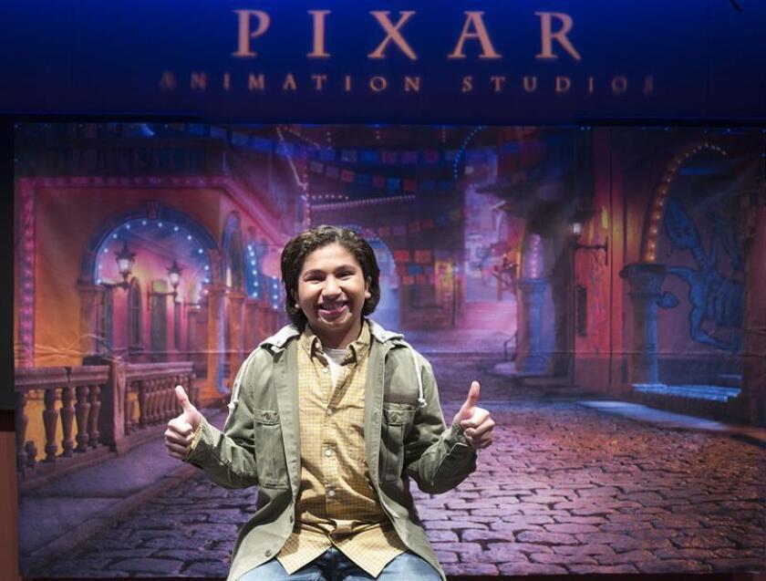 El joven actor Anthony González posa para Efe durante una visita realizada el 1 de febrero de 2018 en los estudios Pixar en Glendale, California (EE.UU.). EFE