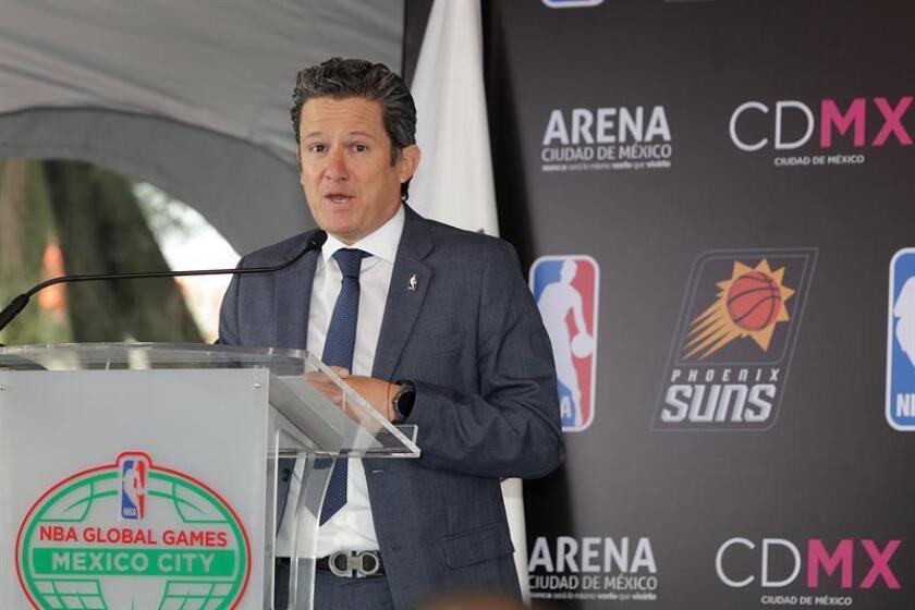 El director de NBA México, Raúl Zárraga, participa en una conferencia de prensa. EFE/Archivo