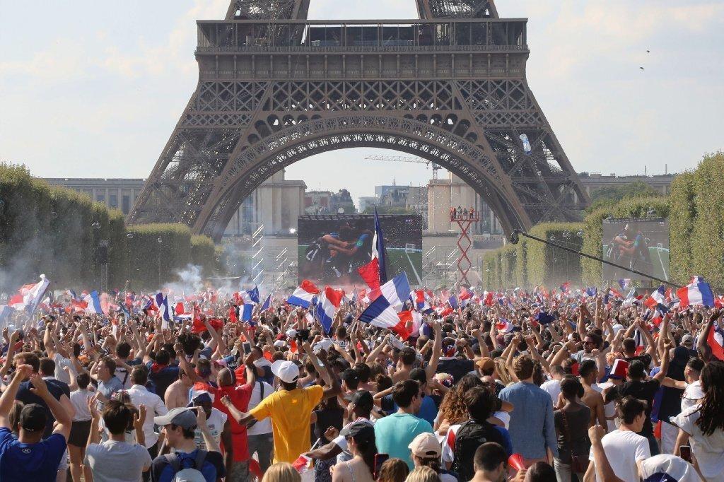 """EN FOTOS: Tras triunfo de """"les bleus"""" en Rusia 2018, París se viste de FIESTA"""