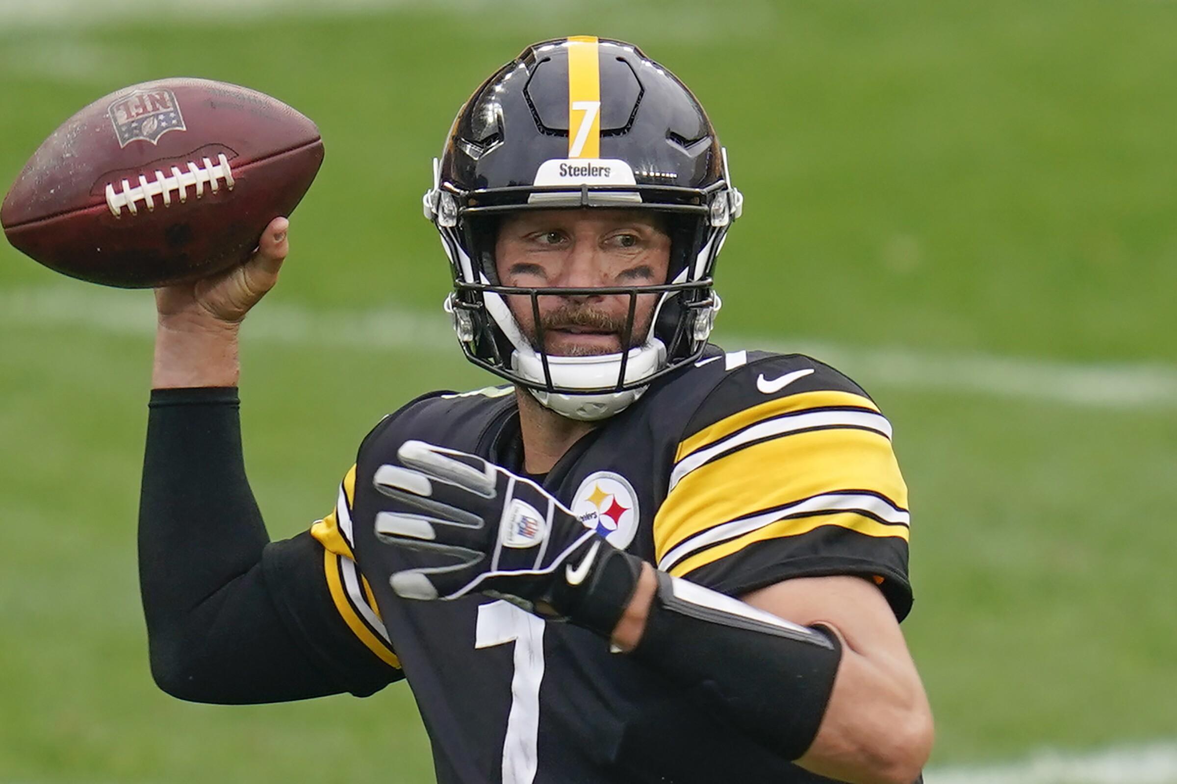Pittsburgh Steelers quarterback Ben Roethlisberger passes against the Philadelphia Eagles.