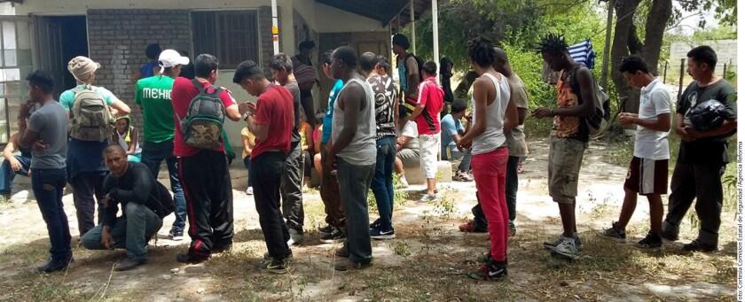 Foto de migrantes detenidos recientemente al tratar de cruzar México. En la Casa del Migrante el número de migrantes internacionales se incrementó en un 700 por ciento de 2015 a 2016.