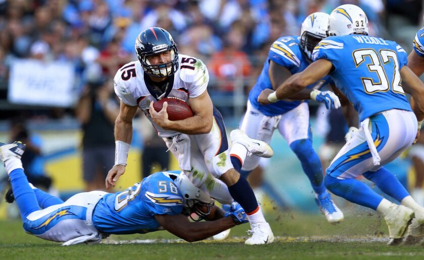 Broncos Tim Tebow outruns a group of Charger defenders in the 4th quarter.