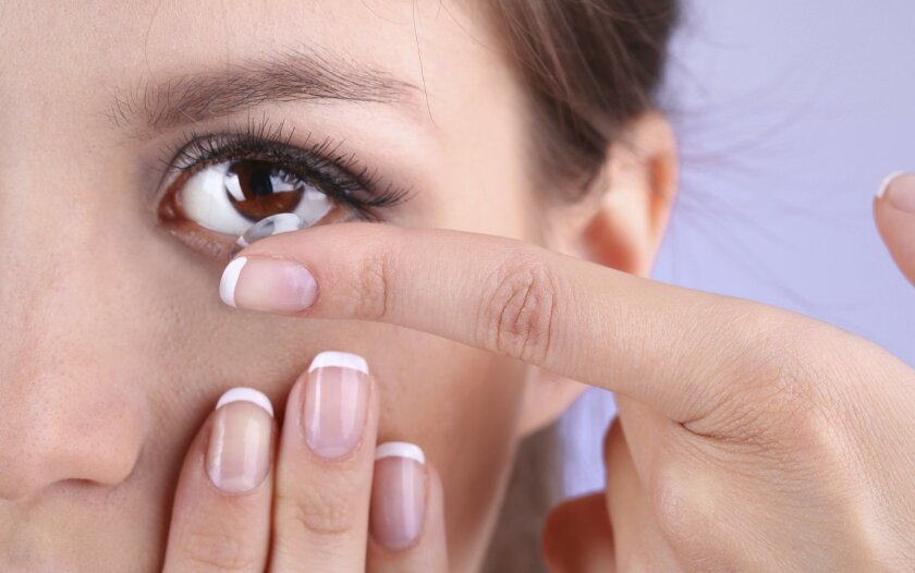 putting_in_contacts