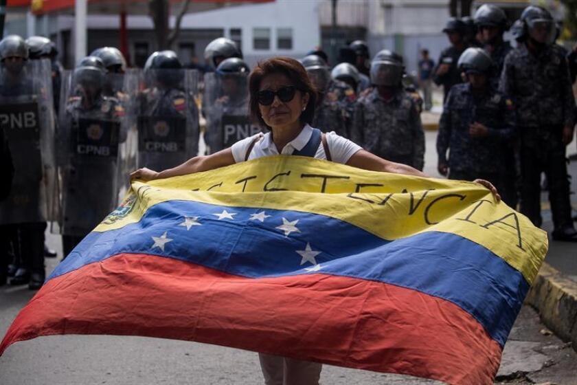 """El congresista demócrata Adam Smith, que a partir del próximo mes de enero presidirá el Comité de Servicios Armados de la Cámara de Representantes, rechazó hoy la posibilidad de una intervención militar en Venezuela ya que, sostuvo, no ayudaría a """"mejorar"""" la situación. EFE/Archivo"""