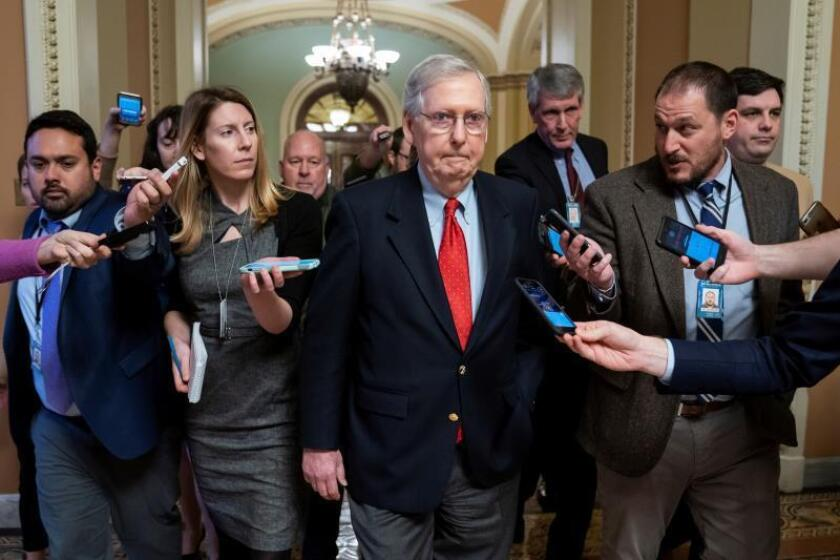 Reporters follow Senate Majority Leader Mitch McConnell (c) as he walks through the US Capitol after meeting with President Donald Trump (not shown) in the White House on Jan. 2, 2019. EFE-EPA / JIM LO SCALZO