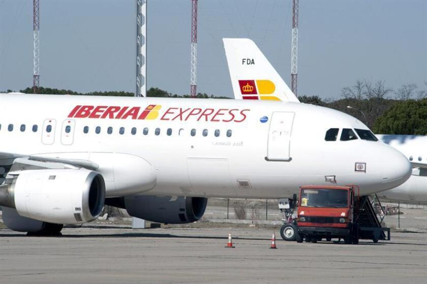 La aerolínea española Iberia ofrecerá 17 vuelos a la semana de Madrid a México de junio a septiembre próximos y para ello utilizará un Aibus A340/600, que le permitirá aumentar en 21 % su oferta de asientos respecto al verano pasado. EFE/ARCHIVO/SOLO USO EDITORIAL