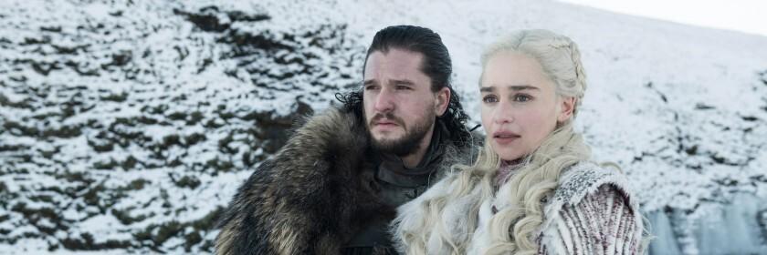 "Kit Harington y Emilia Clarke en ""Game of Thrones""."